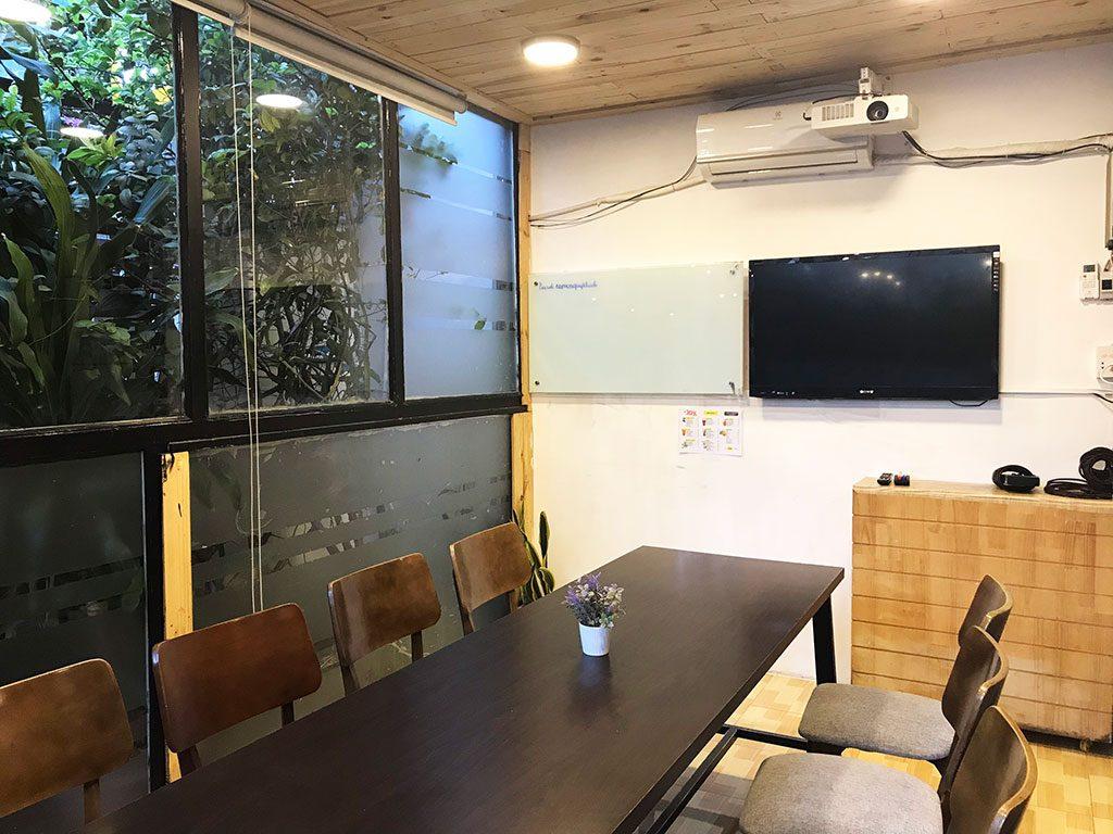 Cho thuê phòng họp có tivi và bảng bút giá rẻ quận phú nhuận tphcm 15 người the bib space