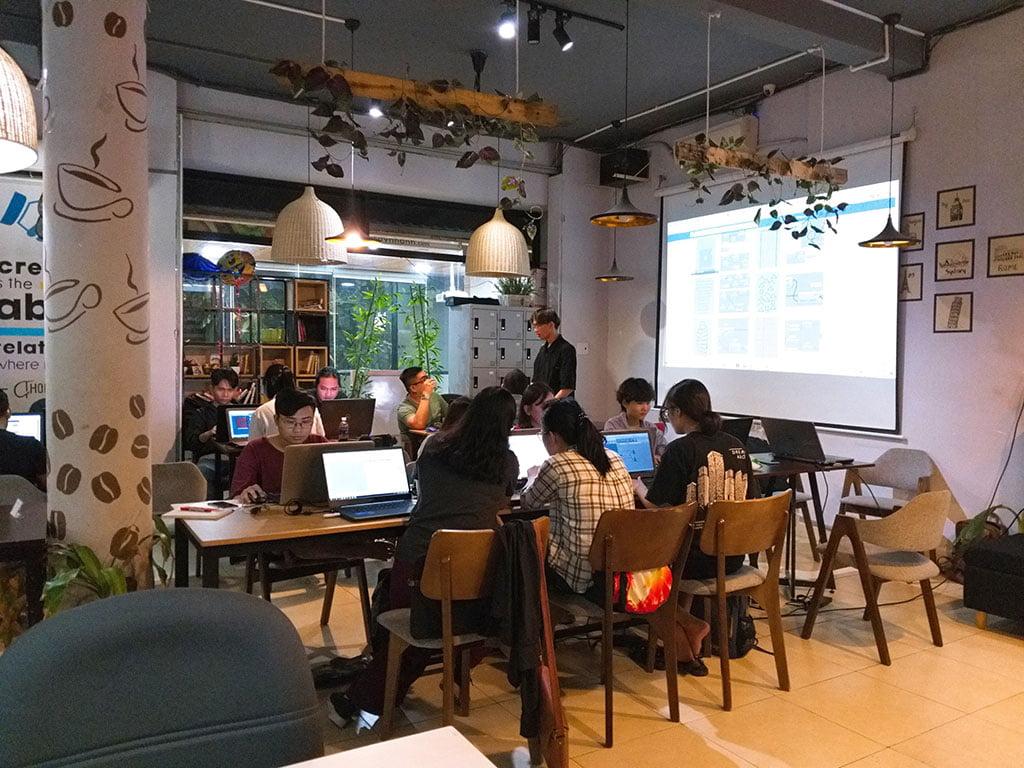 Không gian lớp học 20 người có máy chiếu giá rẻ tại quận Phú Nhuận HCM The bib Space