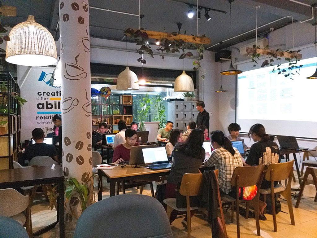 Lớp học kiến trúc 20 người có máy chiếu giá rẻ tại quận Phú Nhuận HCM The bib Space