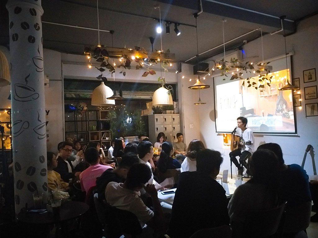 Không gian buổi giao lưu âm nhạc với các nhóm nhạc 40 người có thức uống giá rẻ quận Phú Nhuận HCM The bib Space