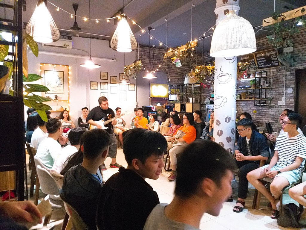 Không gian sự kiện giao lưu âm nhạc 40 người có thức uống giá rẻ tại quận Phú Nhuận HCM The bib Space