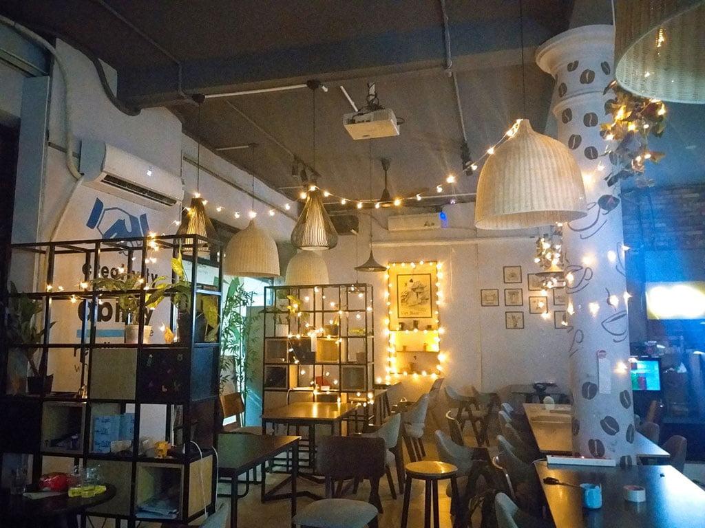 Trang trí không gian làm việc bằng đèn led tại quận Phú Nhuận HCM The bib Space