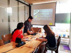 Cho thuê phòng họp giá rẻ 12 người có máy chiếu và bảng bút tại quận Phú Nhuận HCM The bib Space.