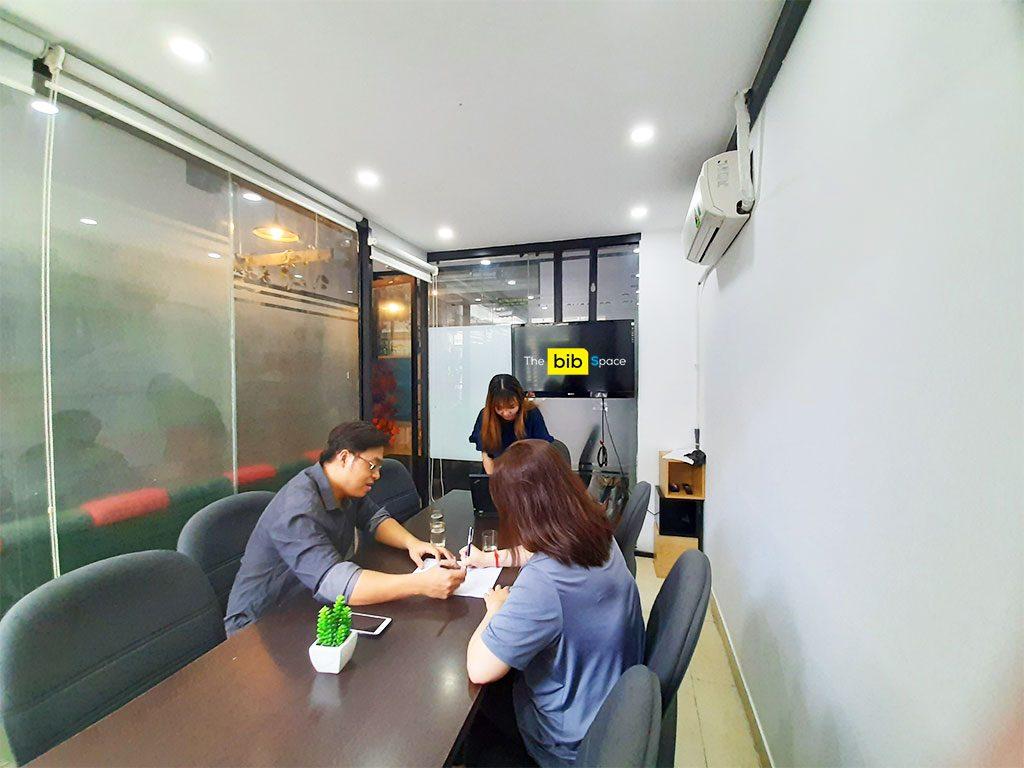 Cho thuê văn phòng làm việc 6 người Phú Nhuận HCM The bib Space