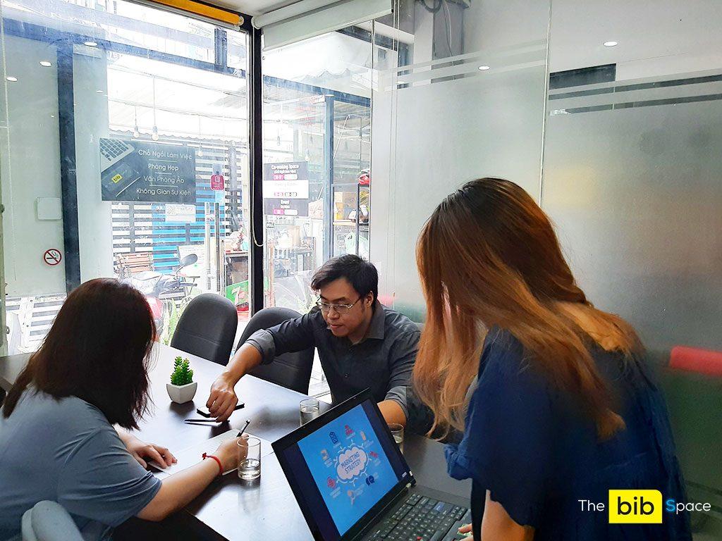 Phòng họp giá rẻ 9 người có tivi và bảng bút tại quận Phú Nhuận HCM The bib Space