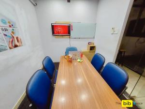 Cho thuê phòng họp nhóm 7 người có tivi giá rẻ quận Phú Nhuận The bib Space