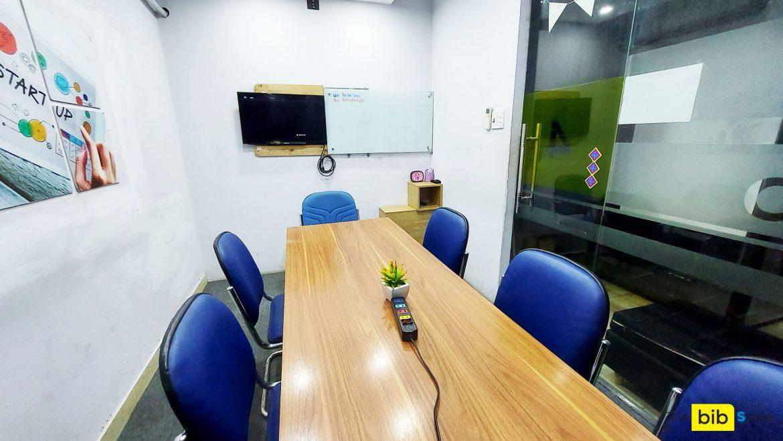 Phòng học 7 người có tivi quận Phú Nhuận HCM The bib Space